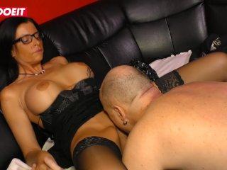 Mutti fickt mit ihrem jungereren Chef