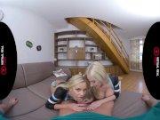 Избранное. Две блондинки сосут парню на веб-камеру