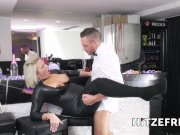 HITZEFREI Catwoman Tatjana Young on a sperm hunt