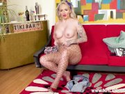 Raunchy busty blonde rockabilly chick Louise Lee wanks in fishnet pantyhose