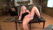 Lesbians having sex in th threesums - Wife webcam threesum