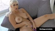 Sext handjob Naughty nina kayy bangs her cunt with a dildo while sexting