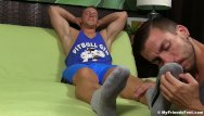 Gay feet licking tube sites Muscular dude gets feet and toe licked