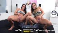 Twin pissing - Vipissy - twins