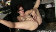 Woman sitting bad xxx American milf kimberlee needs getting off so badly