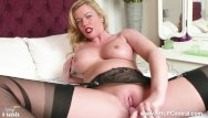 Wet kinky sex - Hot milf holly kiss toys wet pussy in black nylons kinky high heels garters