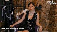 Woman in latex pvc Pvc herrin lady julina gibt poppers joi für den versauten wichssklaven