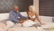 Paulina rubio nude free Daddy4k. muñeca de pelo rubio ria sun prueba la vieja