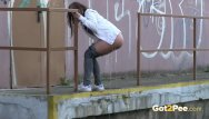 Air ass in put up Brunette pushes her ass in the air to piss