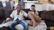 Pennsylvania swinger ads Daddy4k. la cattiva ragazza inizia ad accarezzarsi seduta vicino al vecchio