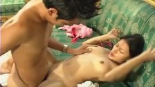หนังXไทย เมียสาวอยากโดนควยแต่เช้า ผัวเลยลงลิ้นกระแทกหีขาง้โซฟา เด็ดมากซอยถี่ๆน้ำเยิมเลย