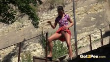 Desperate To Pee - Eurobabe relieves herself outside in public