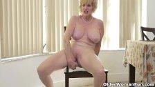 American granny Phoenix Skye shows her depraved skills