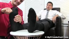 Hunk Leo Giamani wanks off to sight of toe sucking