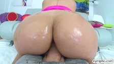 NYMPHO Pounding Valentina Jewels big delicious booty