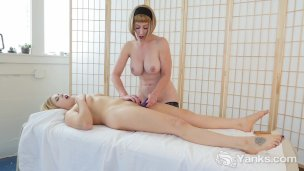 Yanks Beauties Miss Trish And Starlette Playing