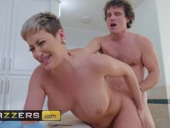 Hot stepmom Ryan Keely gets pounded in the bathroom - Brazzers