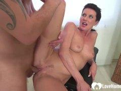 Babe gets a shaft inside of her slit