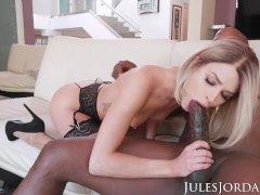 Jules Jordan - Emma Hix Sucking On A Big Black Cock