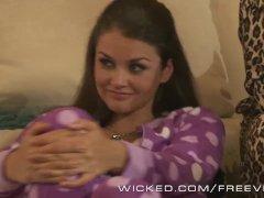 Wicked - Late night schoolmeisje lesbisch