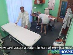 FakeHospital Sexy verpleegster gecremeerd door dokter