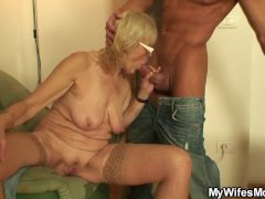 Fucking Vintage Girlfriends Mother Pussy at the Table