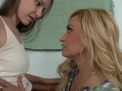 Sexymomma - Lesbian Stepmom Goes Orally Deep With Teenie