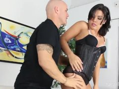 Round Arse Honey Receives Penetrated Harshly Through Derrick Pierce