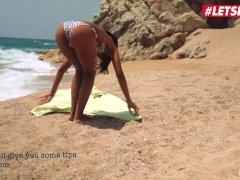 LETSDOEIT - Ebonyen Tiener Neen Melk verleid en geneukt op het strand