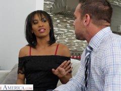 Ondeugend Amerika Demi Sutra neukt haar vader's werknemer...