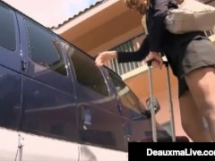 Cougar Stewardess Deauxma neukt een grote zwarte pik!