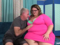 Huge Booty Ssbbw Erin Green Gets Worshiped And Inserted By A Fetishist Grandpa