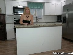 Florida Cougar Rebecca Flashes What's Cooking In The Kitchen