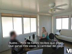 VIP4K. Hombre toma cámara y organiza casting porno en agencia de préstamos