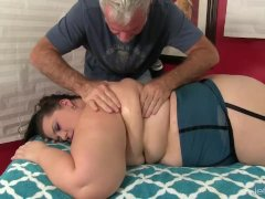 Experienced Masseur Makes Plumper Becki Butterfly Cum With Frigs And Toys