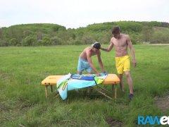 RAWEURO Jonge Jock Matt Rush Fucks na Outdoor Massage