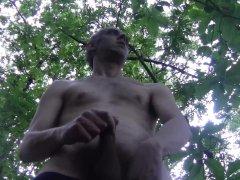 Luca Bianchi Si Masturba E Sborra Molto, A Pecs Nudo, In Un Pubblico Parco