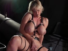 Transerotica Cougar Jerks Off Before Lianna Lawson Bangs Her