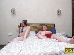SIS. PORN. Teen heads to stepbros bed with the only one aim to be carnal