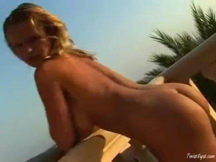 Лесбиянка пришла на массаж к своей приятельнице