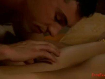 Сладкая пися в писю - лесбиянки развлекаются голыми