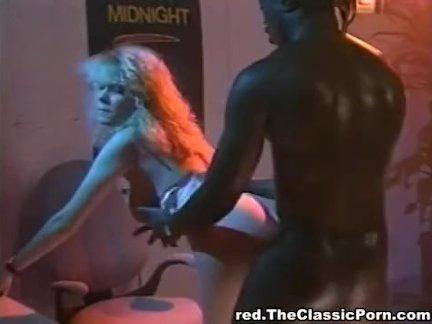 Девушка с косичками подверглась хорошей ебле у массажиста