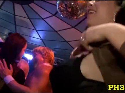 Мужик трахает узкоглазую сожительницу