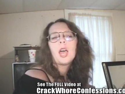 Блондинка в колготках практикует вагинал