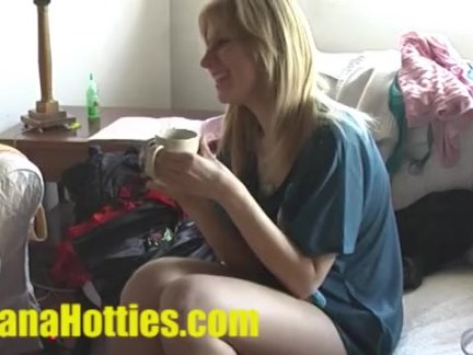 Русская молодая блондинка в анальном видео просит кончить внутрь в попу