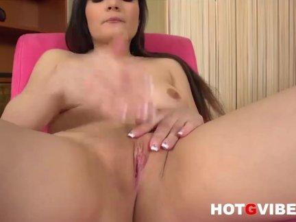 Атлет трахнул большим пенисом милашку