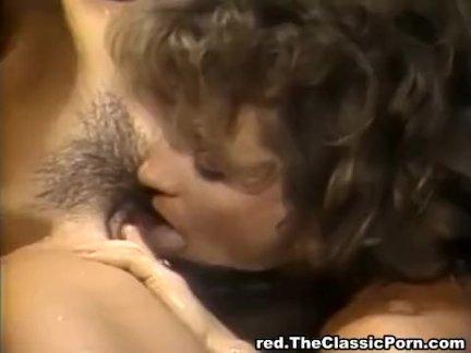 Мужик оттрахал пьяную жену в анус и кончил на киску