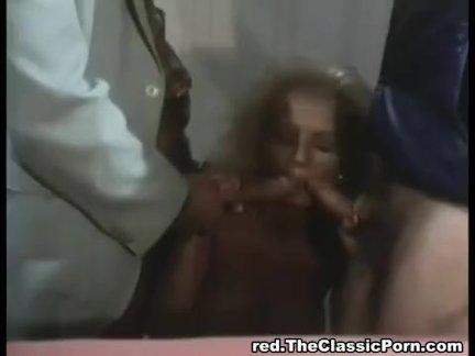Огромные сиськи телки трясутся во время страстного секса в писю