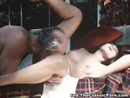 Старый мужик трахается молодая леди
