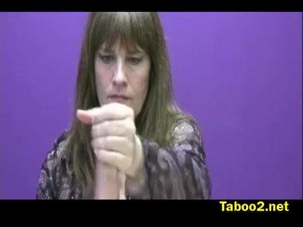 Миссис Кук контролирует ее члены